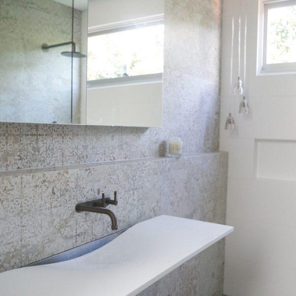 INSIDESIGN bathroom design ensuite with Omvivo washplane