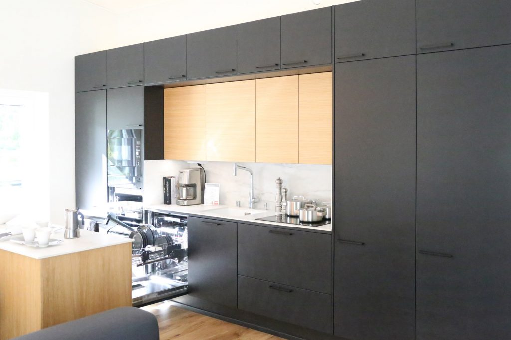 black-kitchen-with-wood