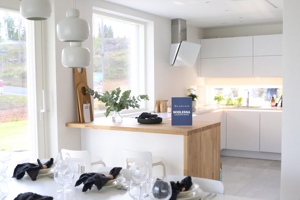 white-kitchen-with-wood