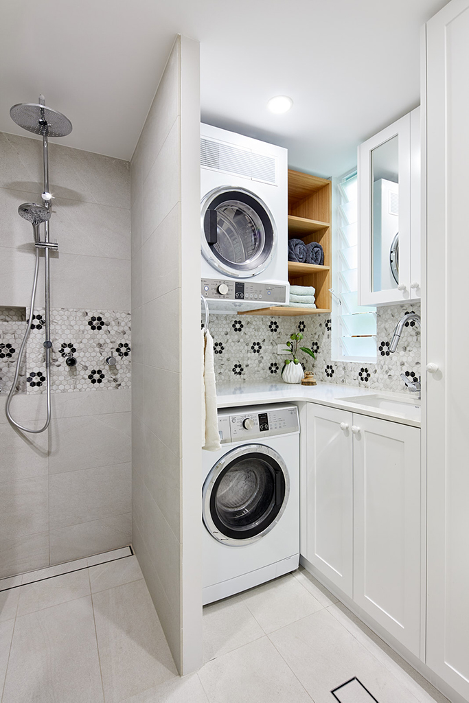 Small laundry bathroom design by INSIDESIGN